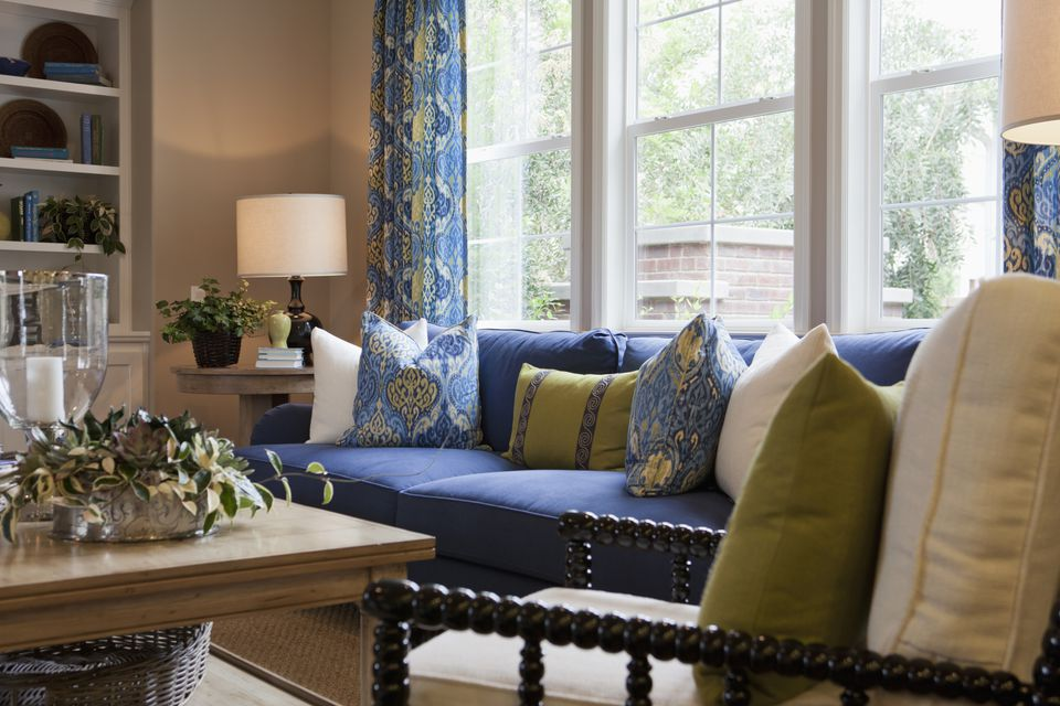 A Beginner's Guide to Decorating a Living Room